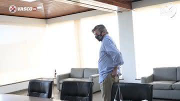Jorge Salgado ocupando a sala da presidência do Vasco