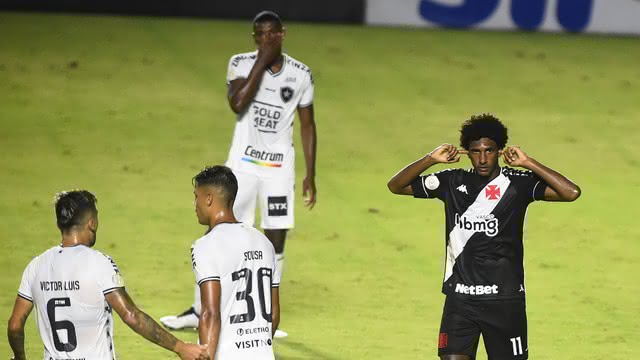 Talles comemorando gol contra o Botafogo