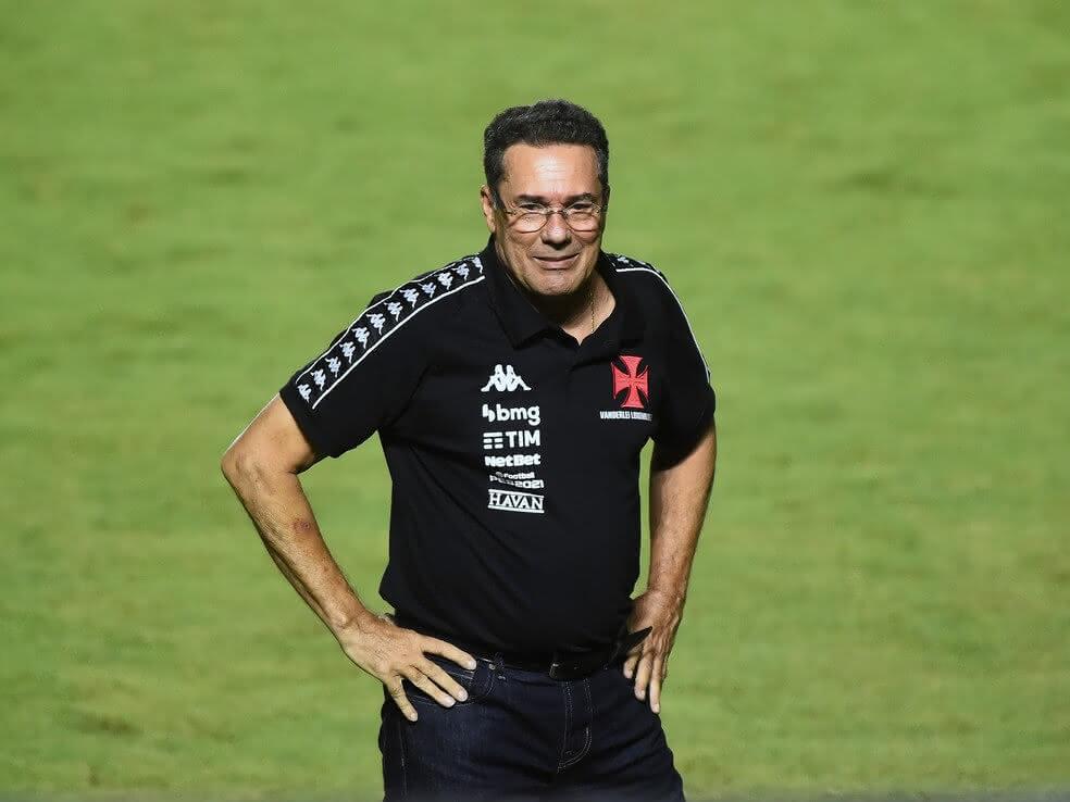 Luxemburgo durante o jogo contra o Botafogo