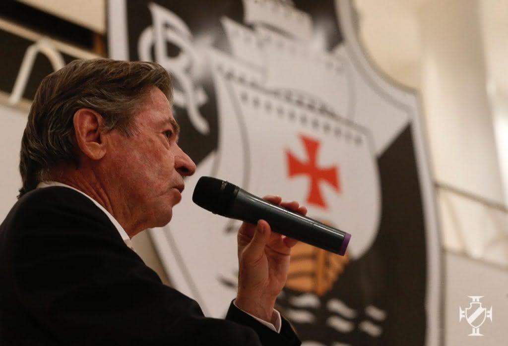 Jorge Salgado discursa durante posse