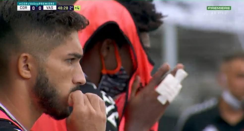Andrey e Talles muito tensos antes do apito final entre Corinthians x Vasco