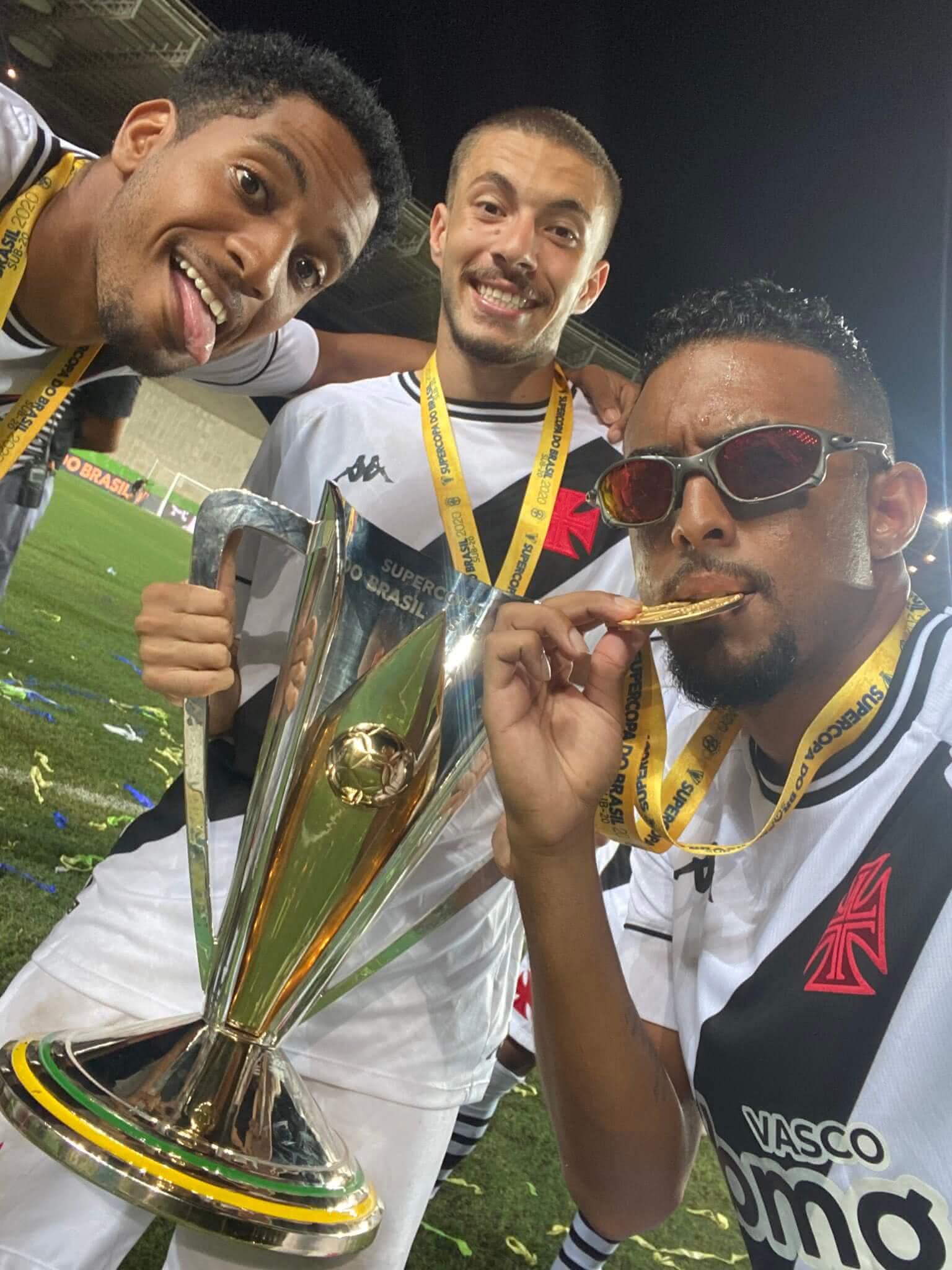 Jogadores celebram conquista da Supercopa do Brasil 2020