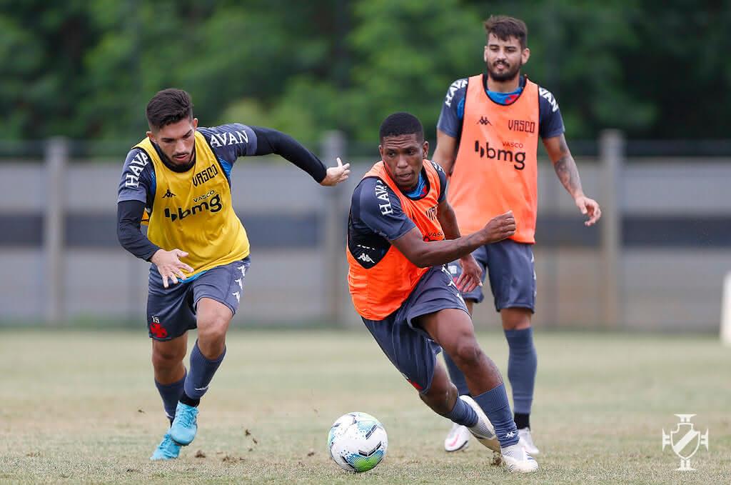Andrey, Juninho e Ricardo Graça durante treino do Vasco