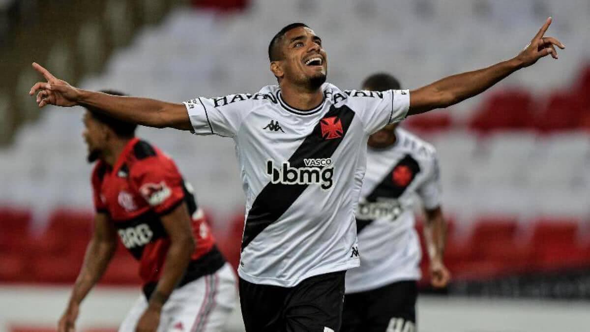Léo Matos comemorando gol contra o Flamengo