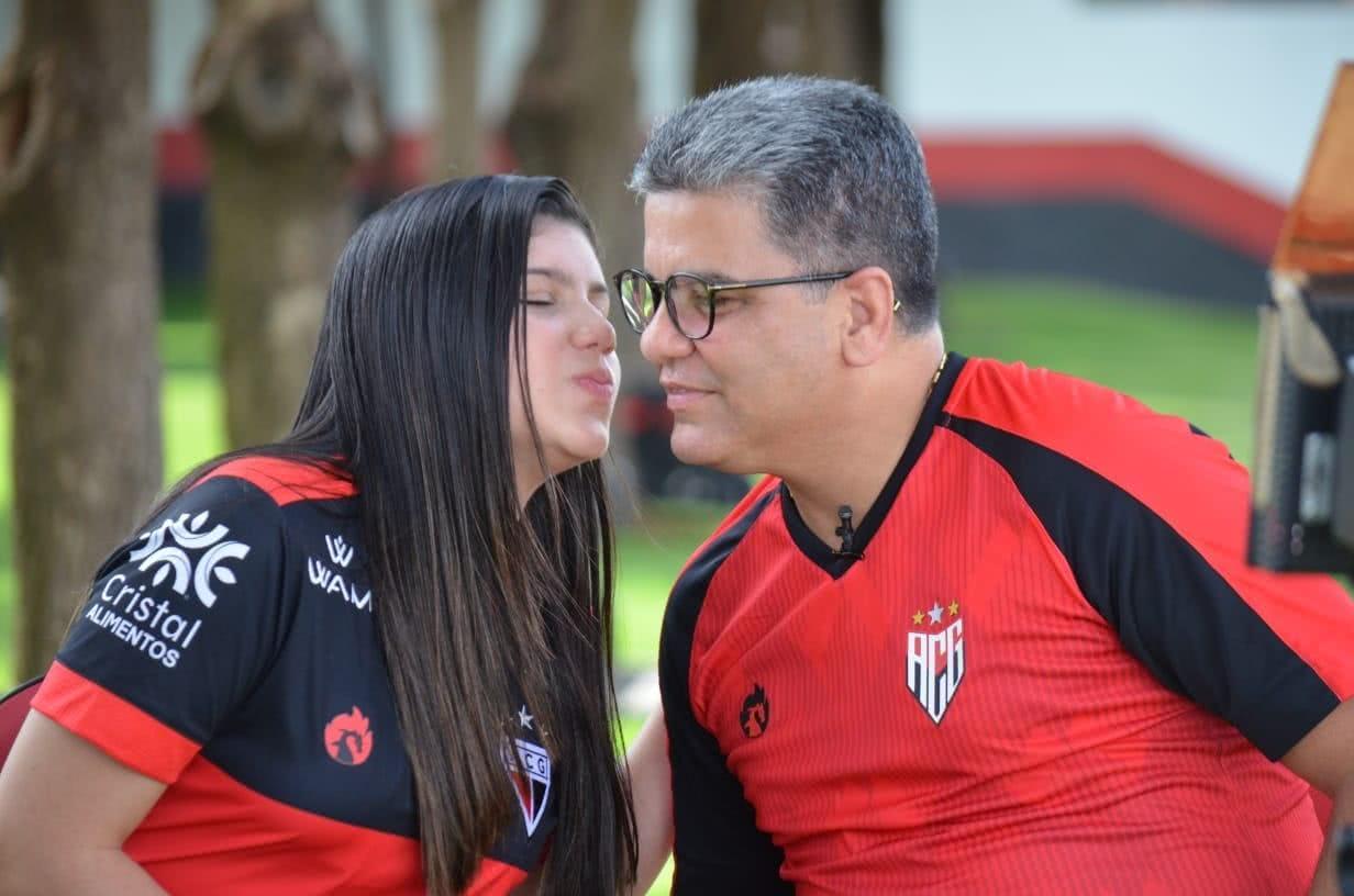 Maria Eduarda, filha de Marcelo Cabo, com o pai