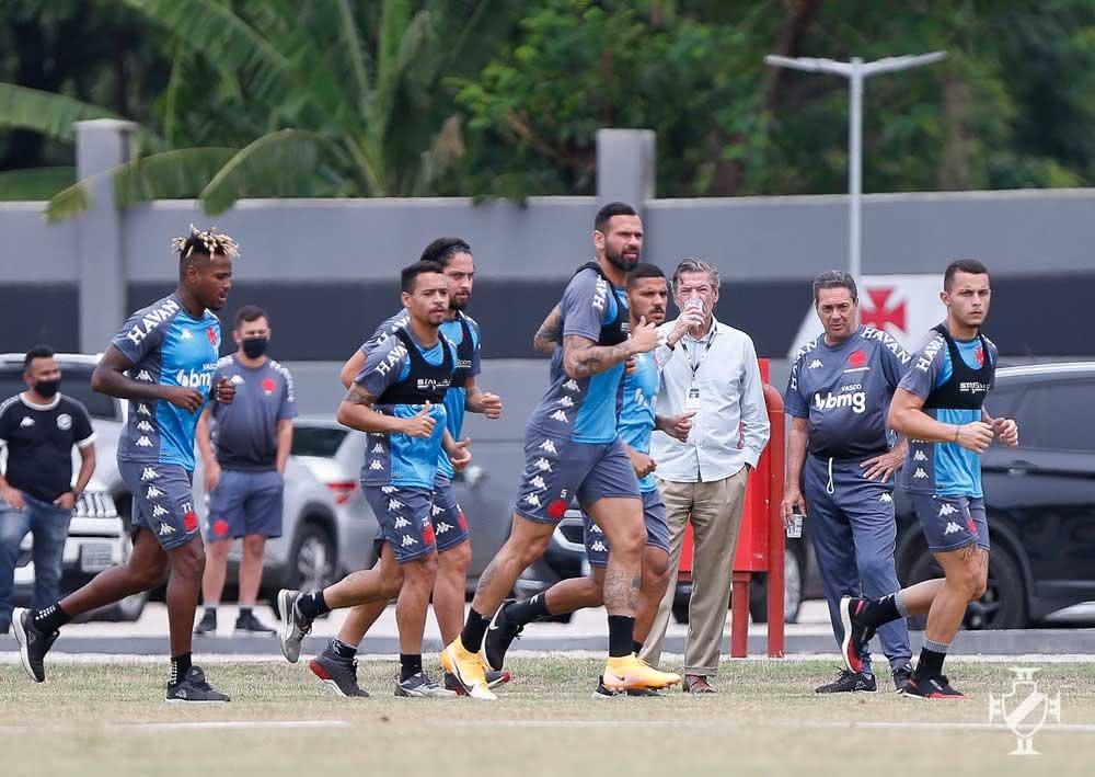 Jorge Salgado acompanha treino do Vasco
