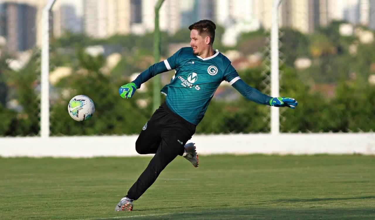 Tadeu, goleiro do Goiás