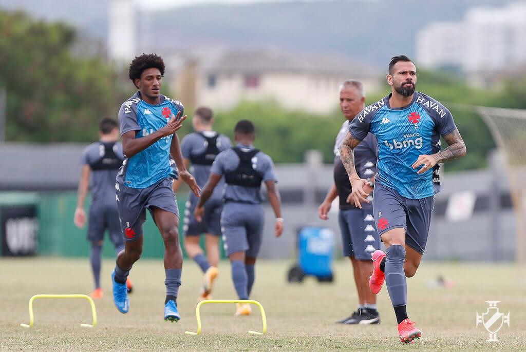 Talles e Castan em treino do Vasco