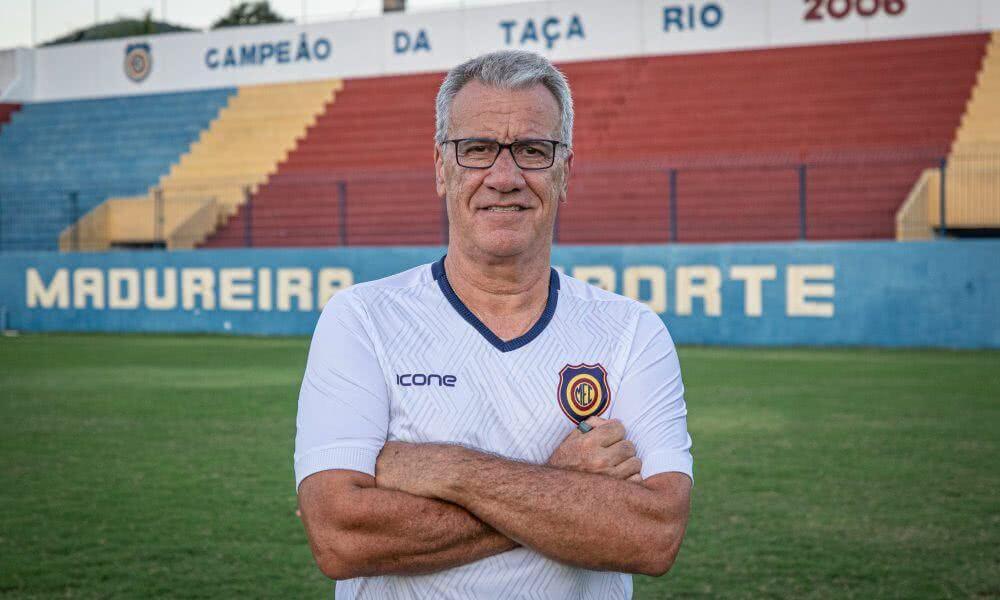 Alfredo Sampaio, técnico do Madureira