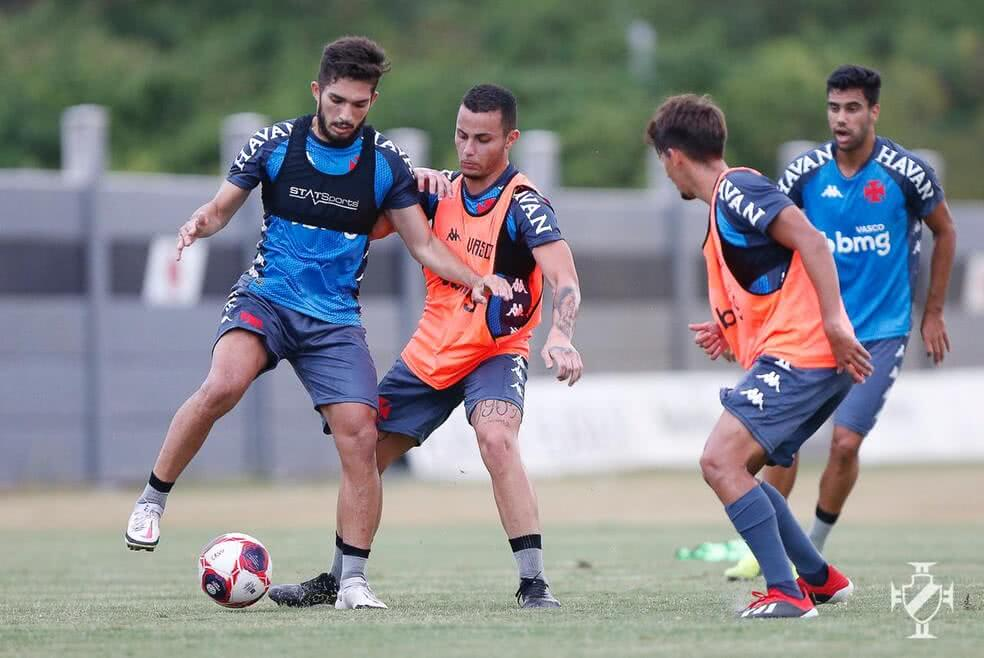 Andrey participa de treino no Vasco nesta segunda