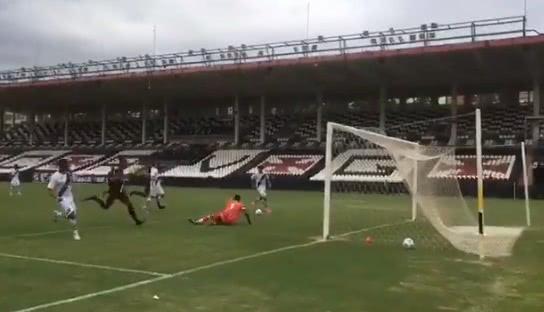 Terceiro gol de Arthur Sales contra o Planaltina-DF