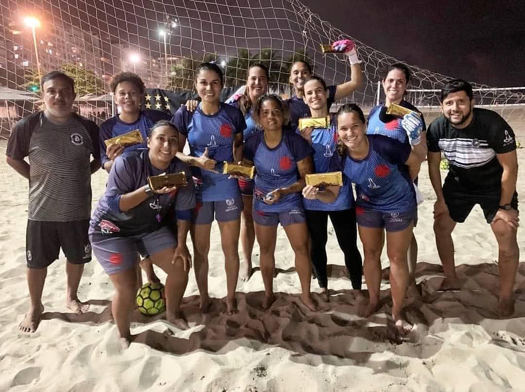 Jogadoras do time feminino de futebol de areia do Vasco