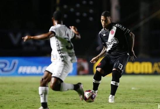 Carlinhos em ação pelo Vasco contra o Botafogo