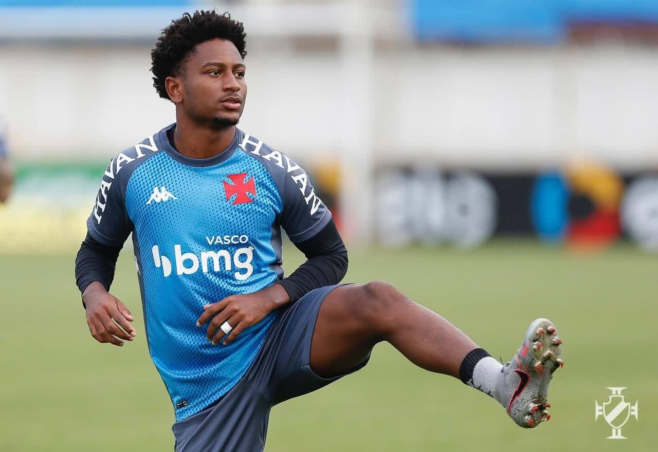Cayo Tenório durante o treino do Vasco nesta quarta-feira