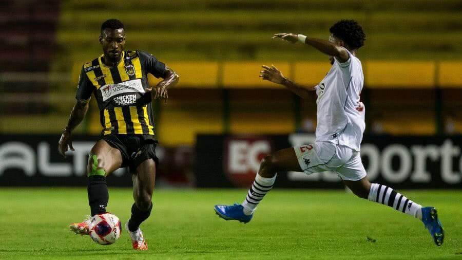 Cayo Tenório durante o jogo contra o Volta Redonda