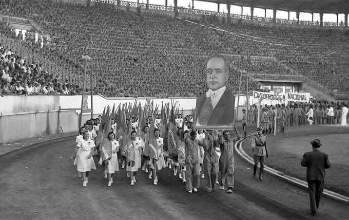 Desfile no Estádio de São Januário em 1942