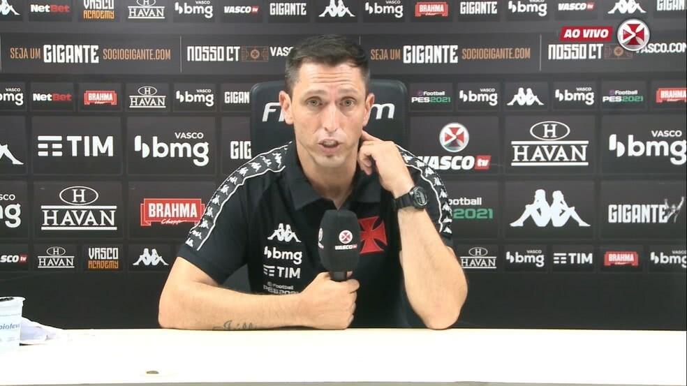 Diogo Siston durante entrevista após Vasco 0 x 1 Portuguesa