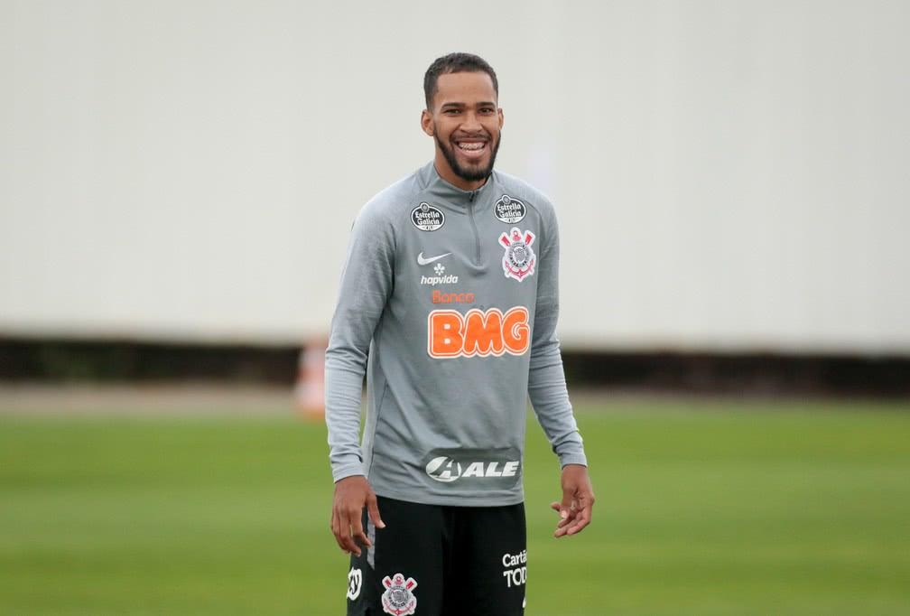 Everaldo pertence ao Corinthians