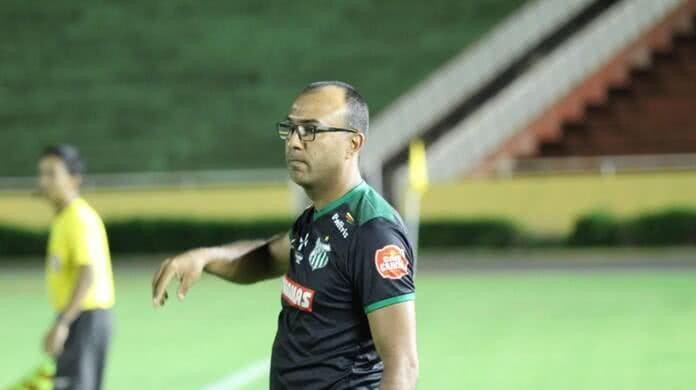 Felipe Surian, técnico da Portuguesa-RJ