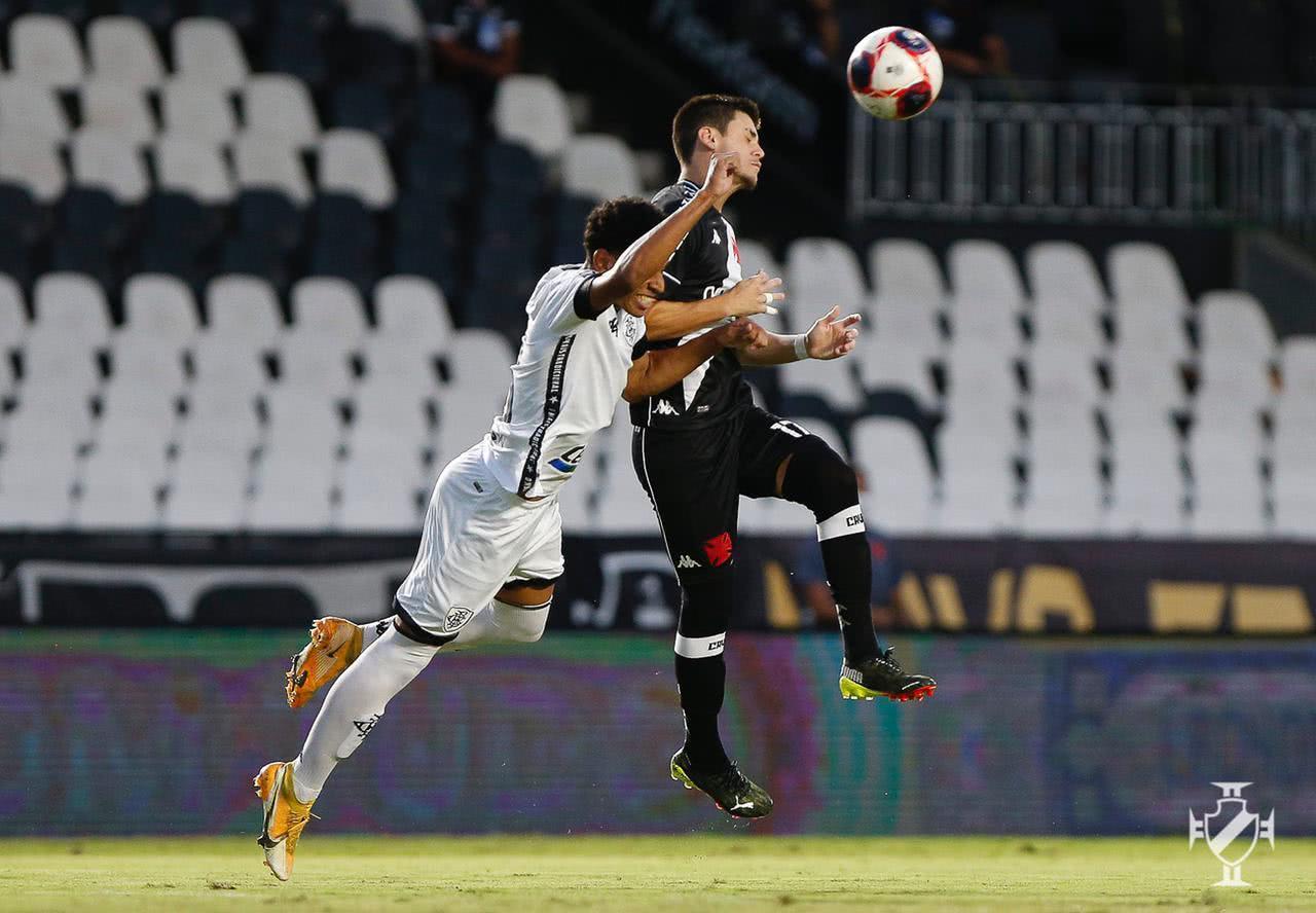 Gabriel Pec durante jogo contra o Botafogo