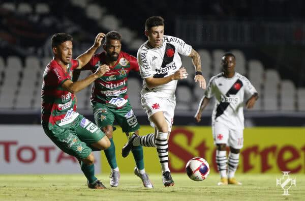 Gabriel Pec em jogo contra a Portuguesa-RJ
