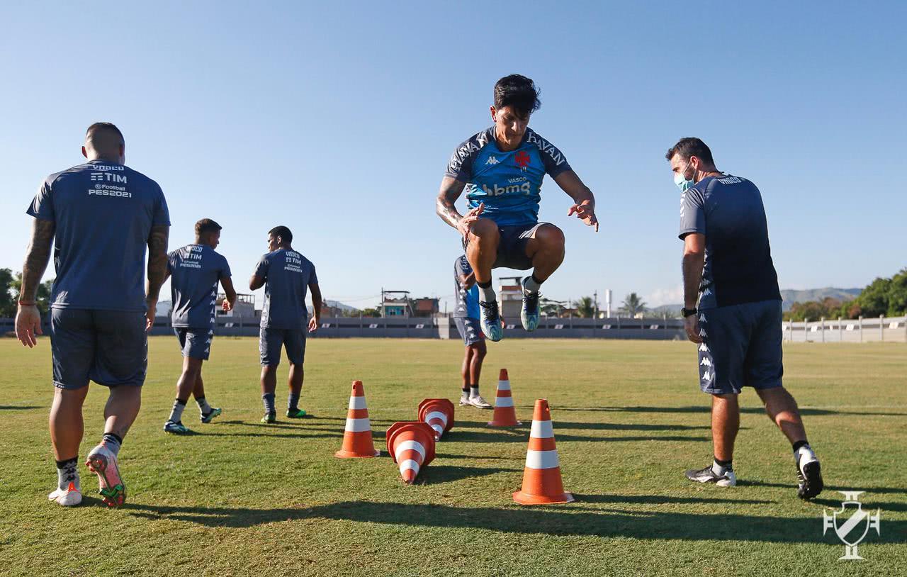 Germán Cano em treino do Vasco no CT do Almirante