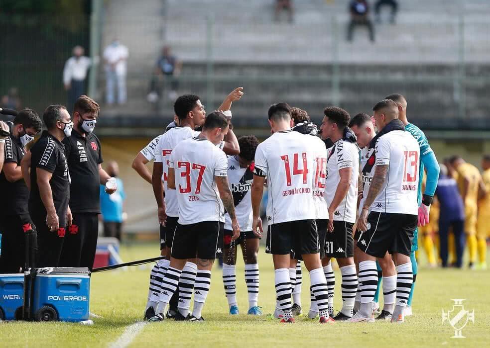 Jogadores do Vasco durante o jogo contra o Madureira