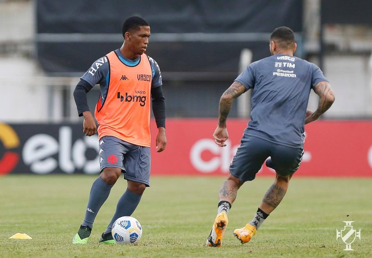 Juninho e Leandro Castan em treino do Vasco