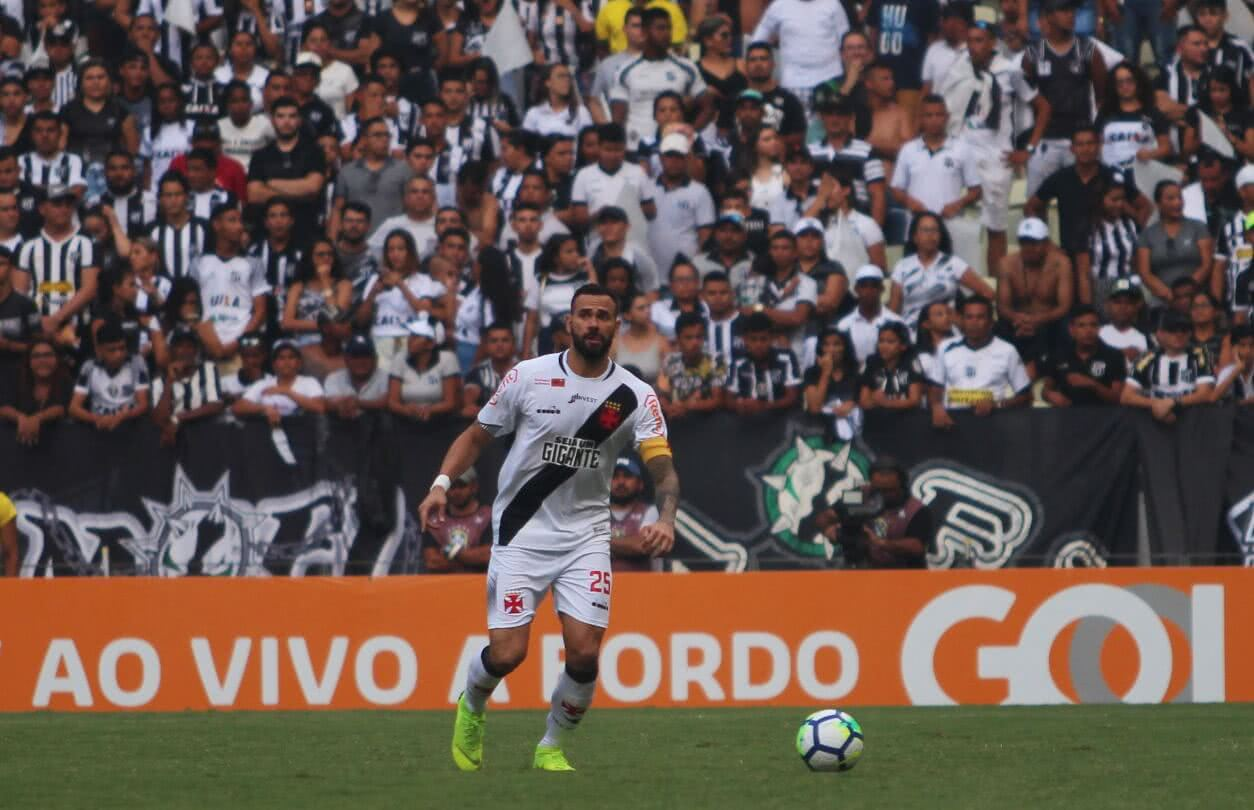 Leandro Castan atuando pelo Vasco contra o Ceará em 2018