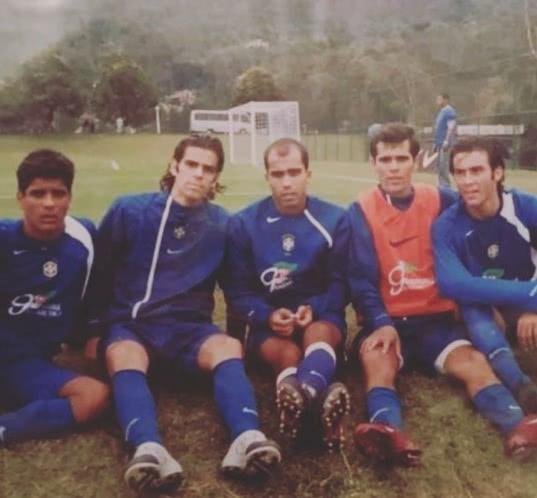 Léo Matos em foto antiga com Felipe na Seleção