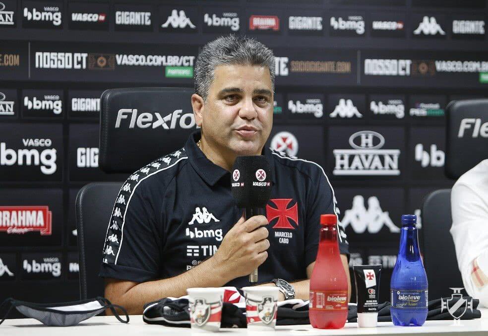 Marcelo Cano em sua apresentação no Vasco