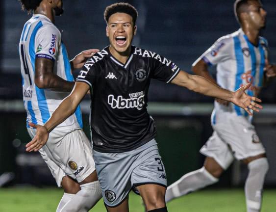 Marquinhos Gabriel comemora gol contra o Macaé
