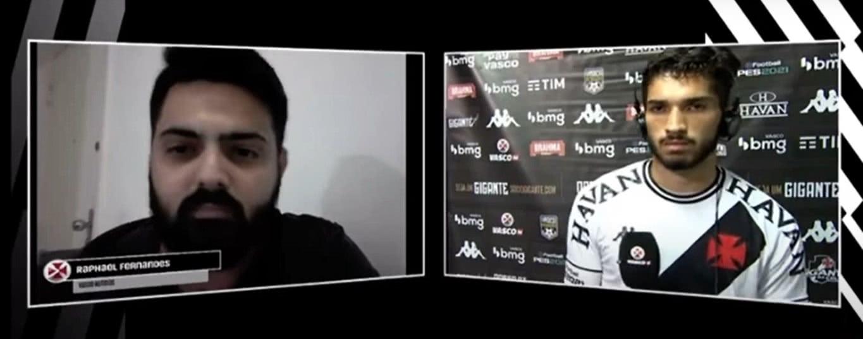 Raphael Fernandes, repórter do Vasco Notícias, e Andrey durante entrevista coletiva