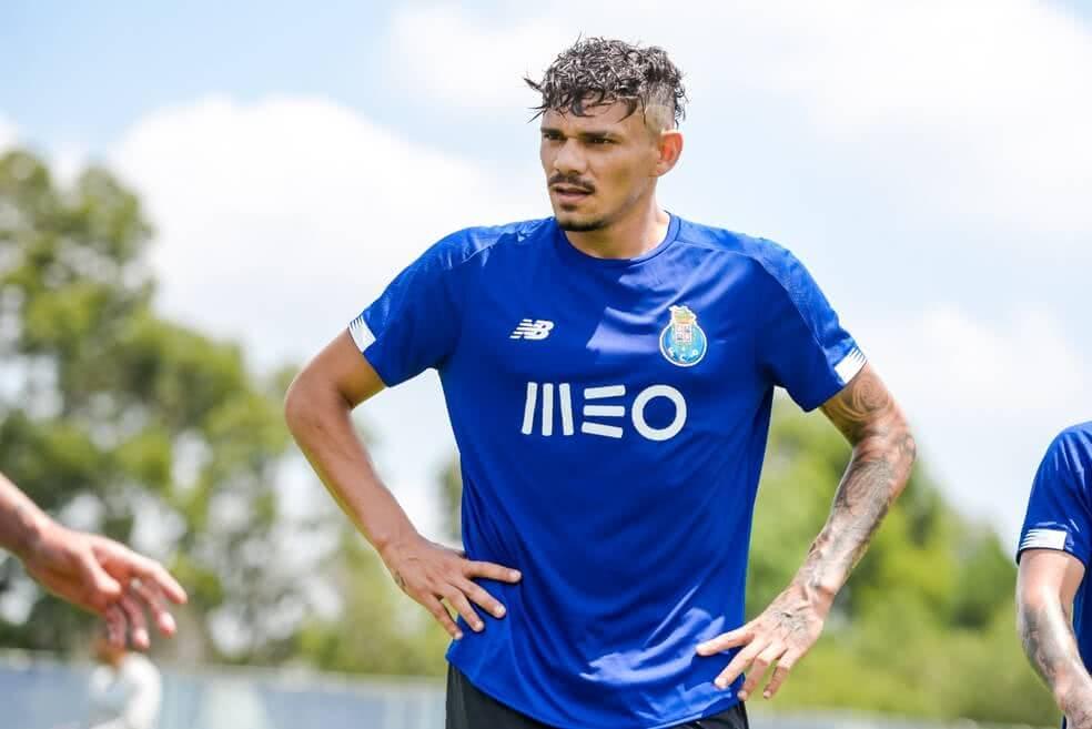 Tiquinho Soares é oferecido ao Vasco