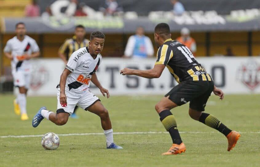Vinícius em jogo contra o Volta Redonda em 2020