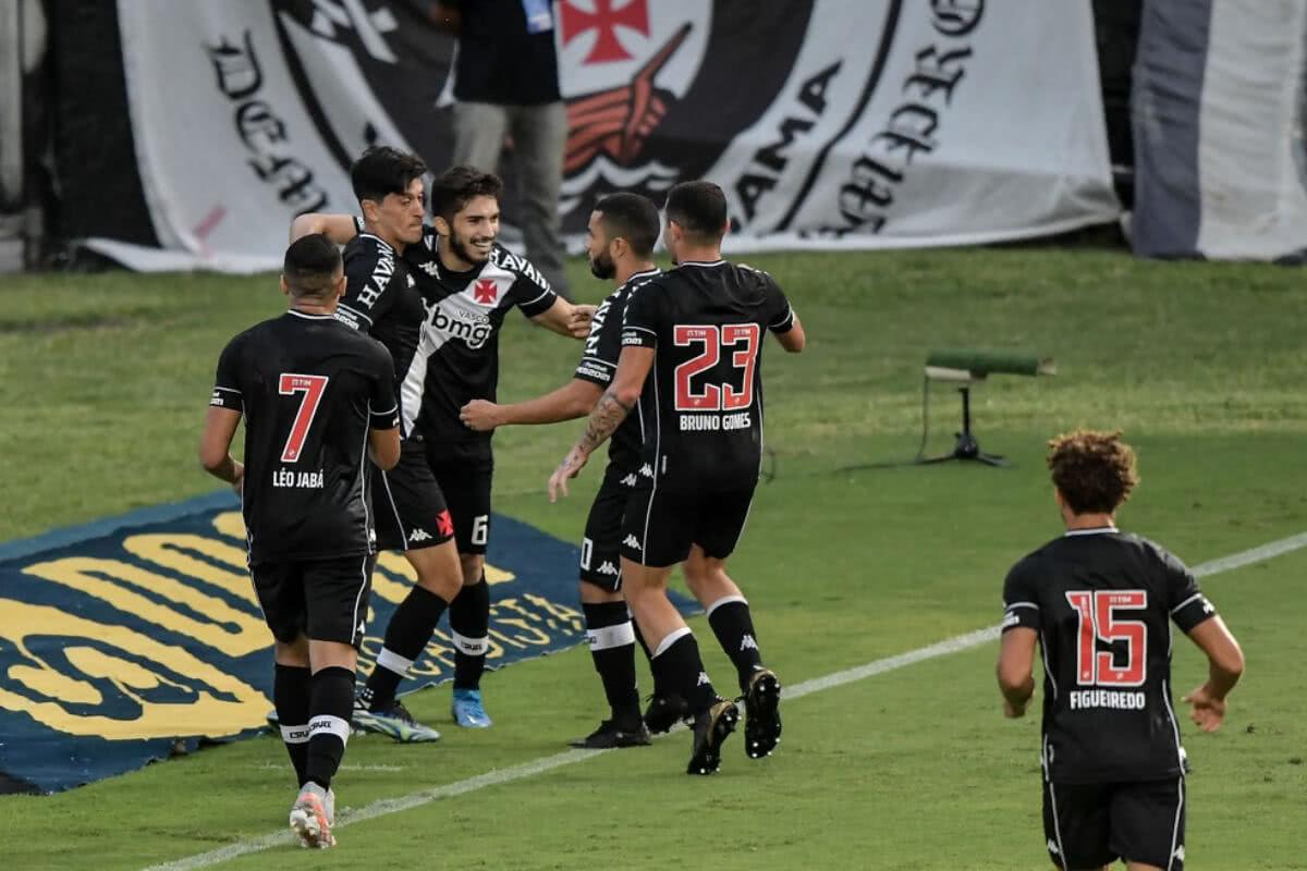 Cano comemorando gol contra o Resende