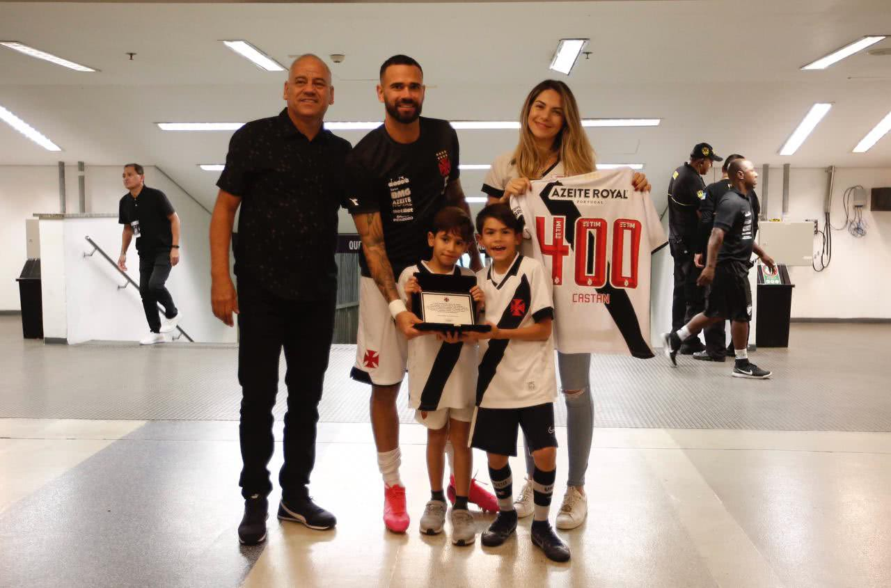 Leandro Castan foi homenageado pelos 400 jogos na carreira