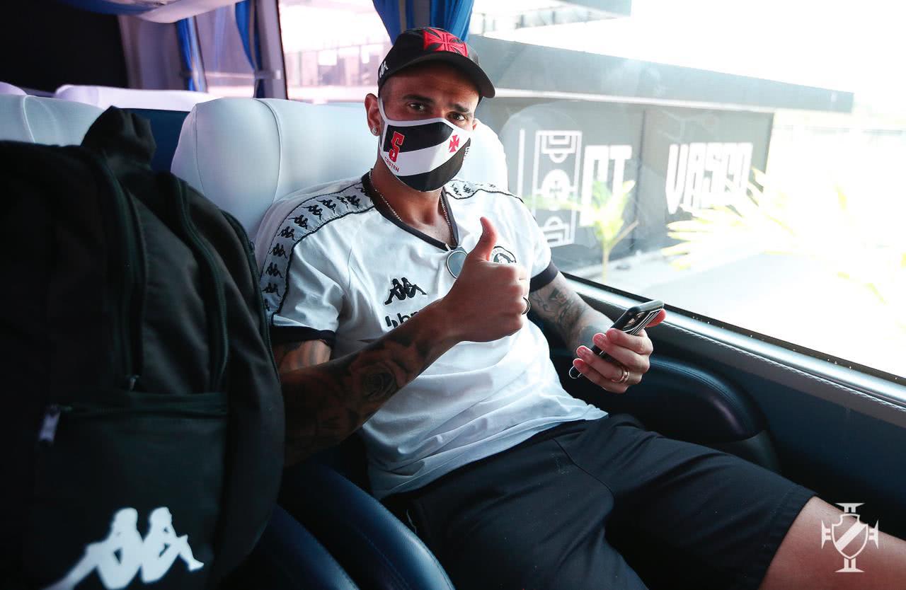 Leandro Castan no ônibus contratado pelo Vasco