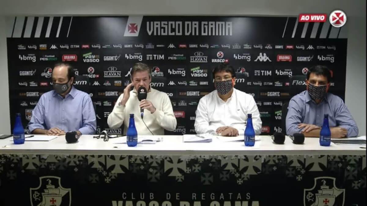 Jorge Salgado e dirigentes do Vasco durante entrevista
