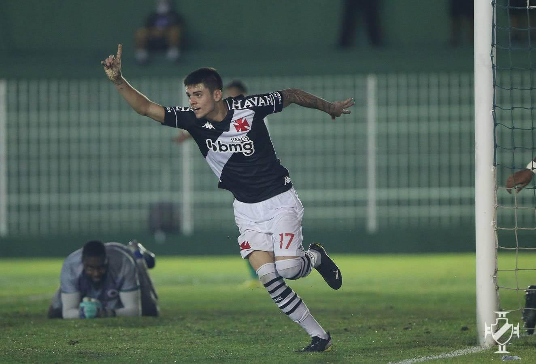 Gabriel Pec comemorando o gol contra o Boavista