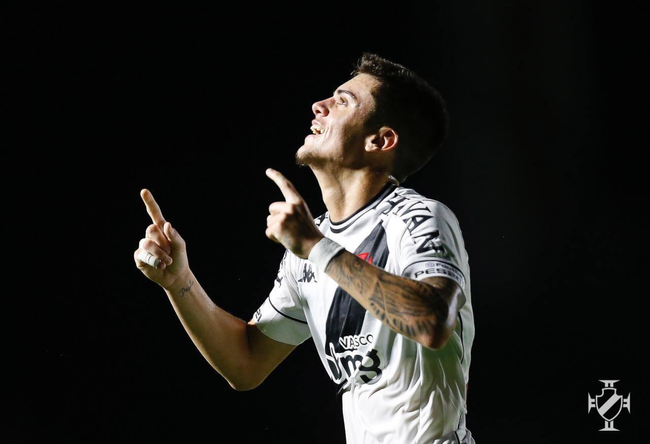 Gabriel Pec comemorando gol pelo Vasco