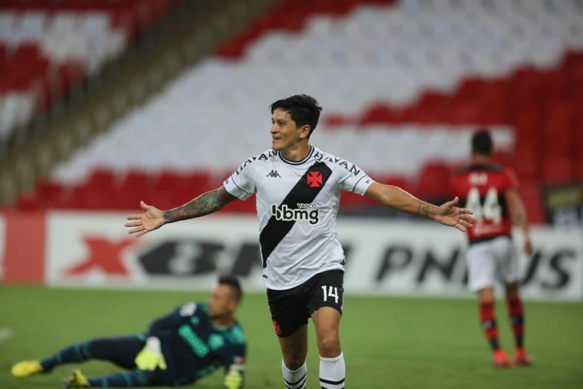 Germán Cano comemorando gol contra o Flamengo