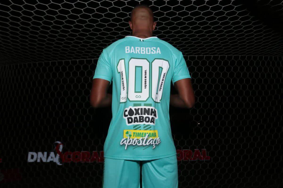 Jordan, com camisa em homenagem a Barbosa