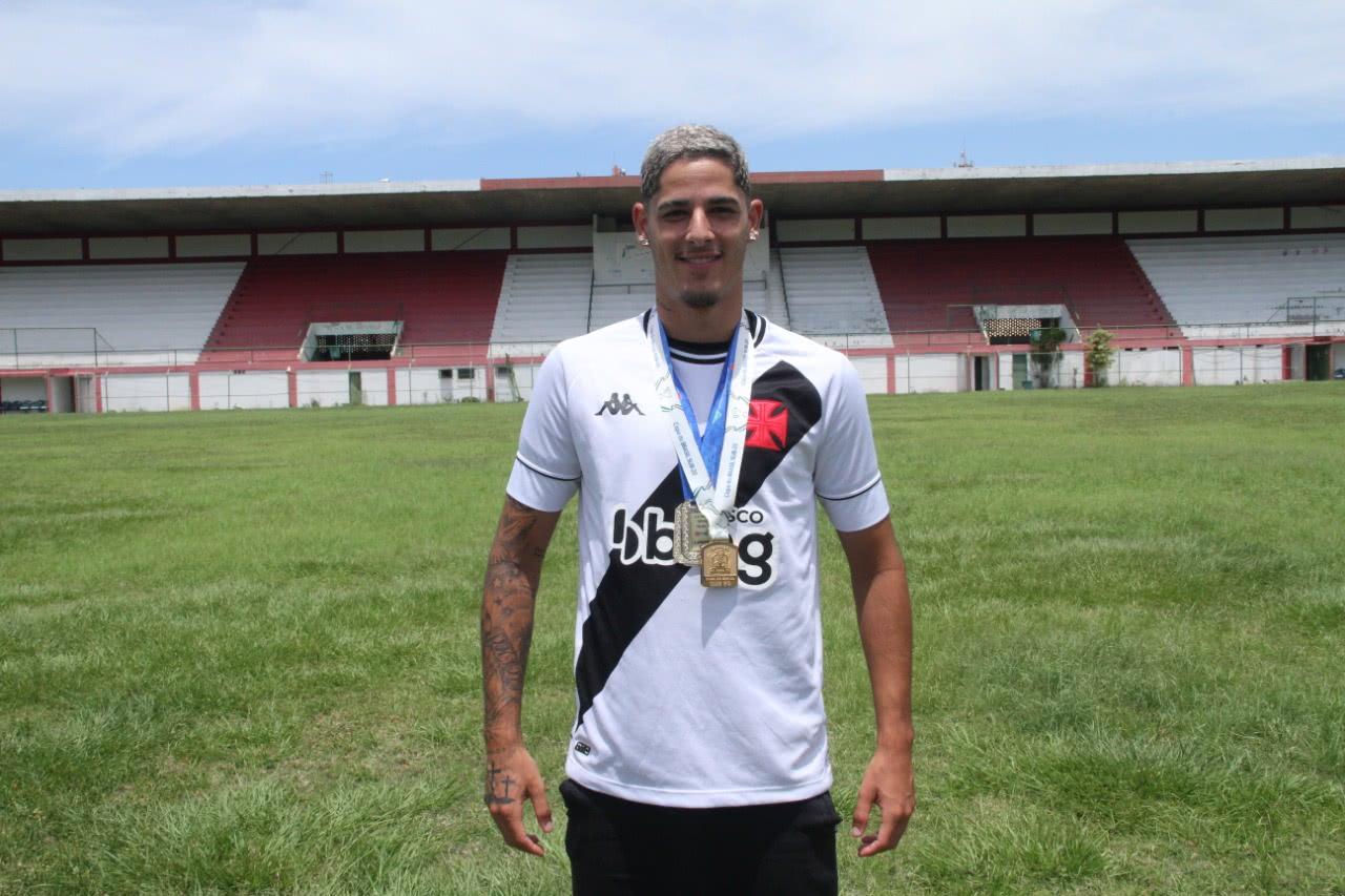 JP Galvão joga como lateral-direito no Sub-20 do Vasco