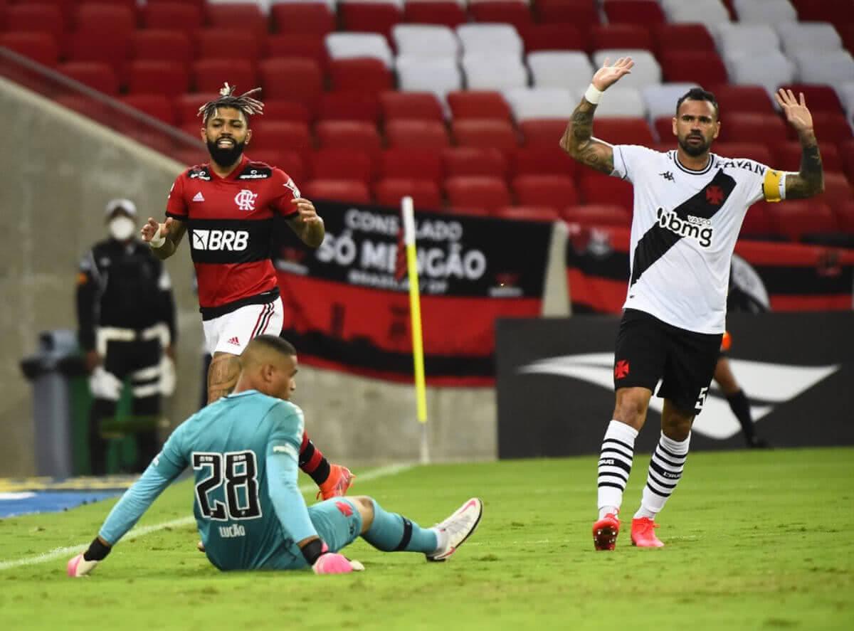 Lucão durante o clássico contra o Flamengo