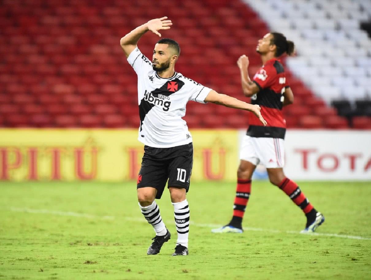 Morato replica comemoração de Edmundo contra o Flamengo