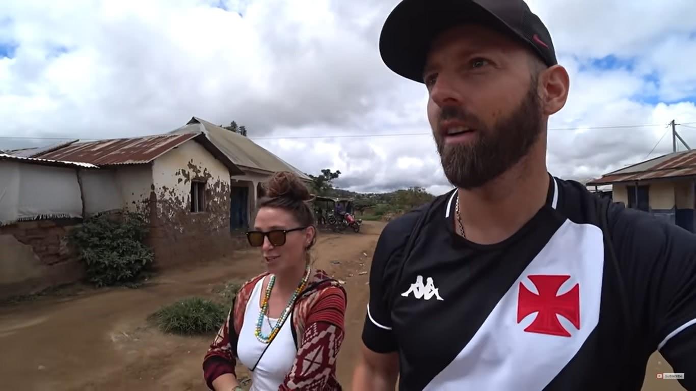 Youtuber norueguês com a camisa do Vasco