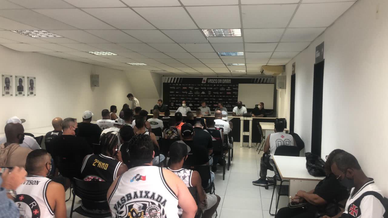 Diretoria do Vasco se reuniu com torcidas organizadas em São Januário