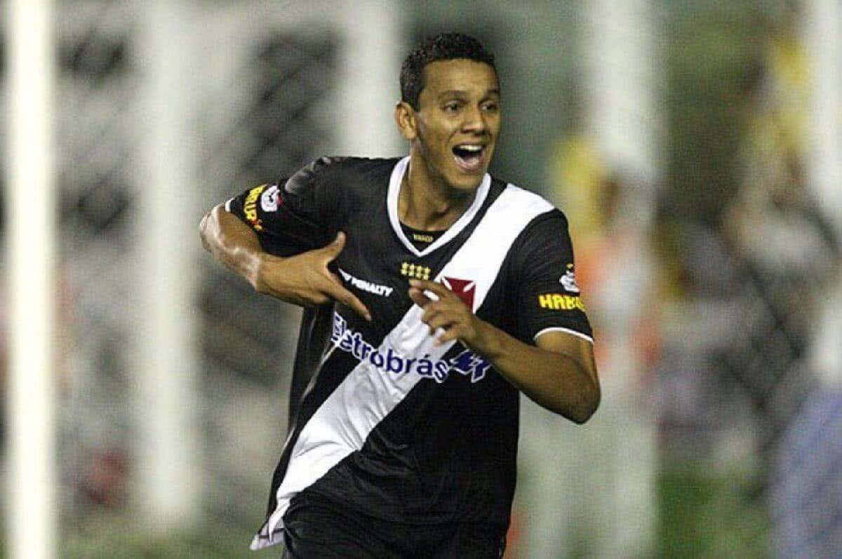 Souza comemorando gol pelo Vasco em 2010