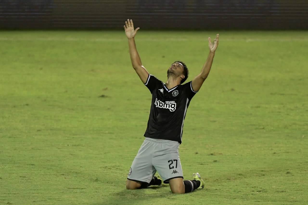 Tiago Reis marcou três gols contra o Bangu